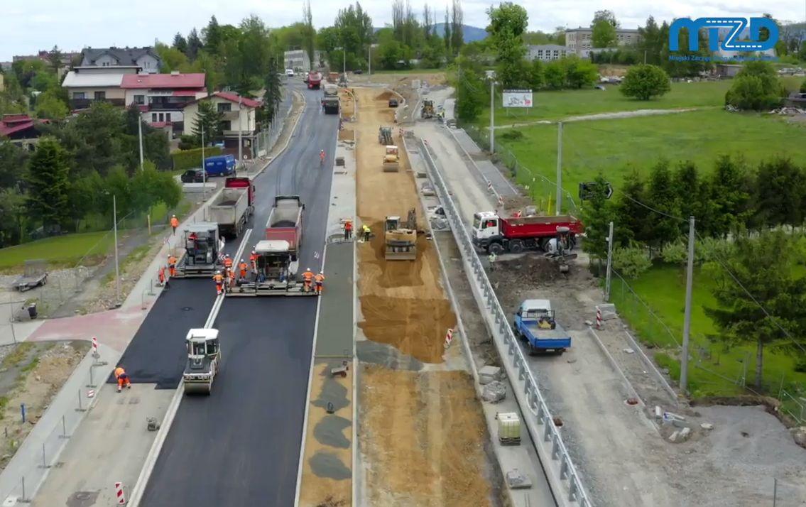 Trwa asfaltowanie ulicy Cieszyńskiej