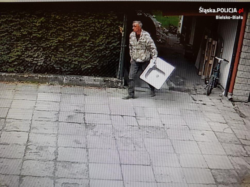 Policja szuka sprawcy kradzieży. Ktoś go rozpoznaje?