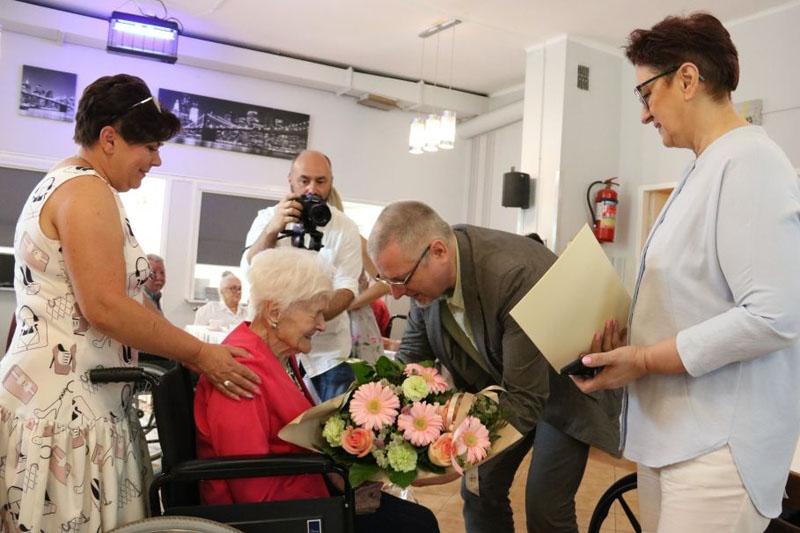 Dostojne jubileusze. Pani Marianna świętowała 104. urodziny, a pani Liliana ma już 100 lat