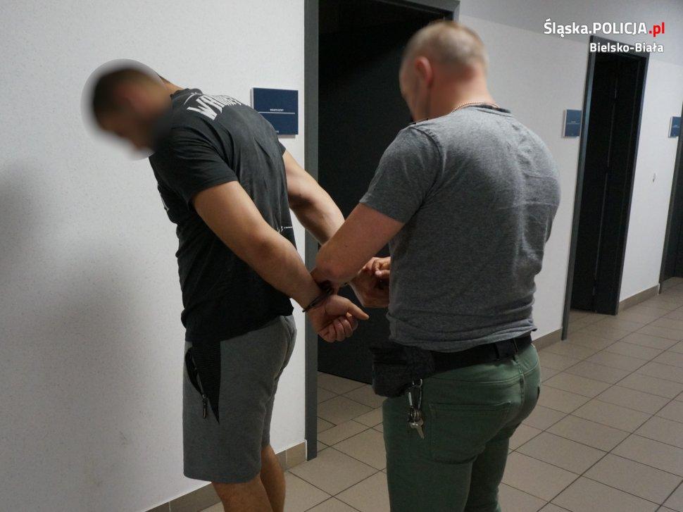Policjant na gorącym uczynku zatrzymał złodzieja katalizatorów
