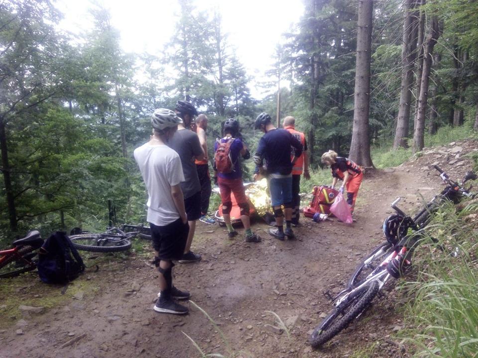 Wypadek rowerzystki na trasie, pomogli goprowcy